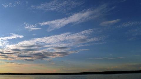 Перистые облака вечером над Волгой 1 - Александр Владимирович Серолапкин