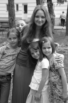 Аня с детьми из своего отряда - Лидия Васильевна Орлова