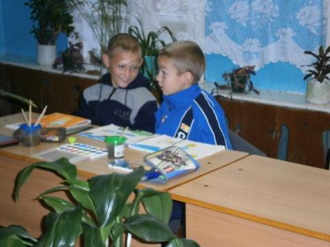 два друга на ИЗО - самые красивые учащиеся своей школы