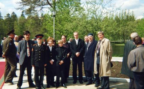 С семьёй маршала Советского Союза Г.К. Жукова и внуком Героя Советского Союза М. Егорова - Алексей Александрович Крекотнев