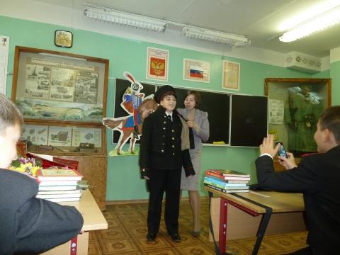 Примерка исторического мундира (Илюша и я, его помощник) - Ирина Борисовна Сазонова