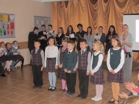 Наши маленькие артисты читают стихи для своих мам - Средняя школа № 23 с углублённым изучением финского языка