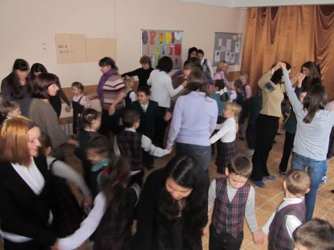Танцуем с любимыми мамочками - Средняя школа № 23 с углублённым изучением финского языка