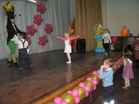 `Сверчок` танцует с детьми - Лицей № 572