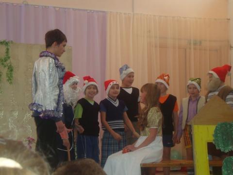Сцена из спектакля - Муниципальное образовательное учреждение Северокоммунарская средняя общеобразовательная школа