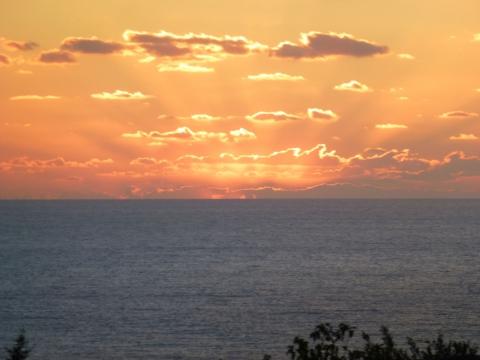 Закат над Средиземным морем у берегов Кипра