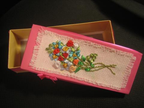 Коробочка из вышивки