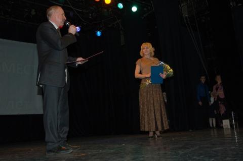 Директор школы принимает поздравления - Средняя школа № 515 с гимназическими классами