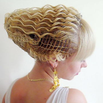 Прически на короткие волосы на свадьбу для свидетельницы