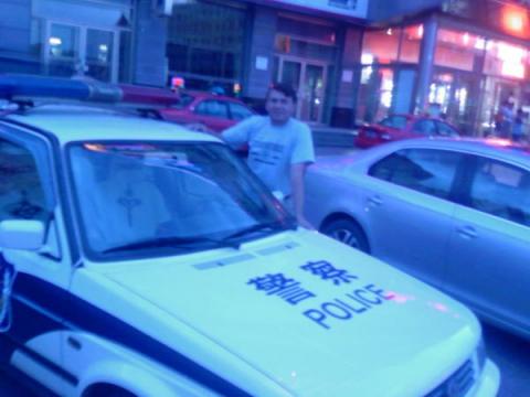 Я в Китае, г. Суньфунхе возле полицейской машины. 2012г. - Дмитрий Борисович Зубченко