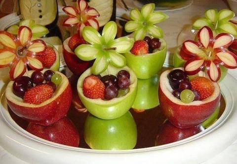 Подать фрукты можно так.)